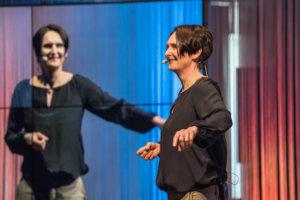Ulrike Stahl - Keynote Speaker fuer Zusammenarbeit - Buehnefoto