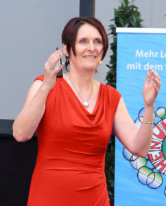 Ulrike Stahl - Keynote Speaker fuer Zusammenarbeit - Buehne